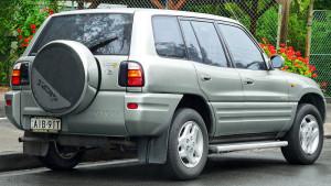 Toyota RAV4 pierwszej generacji w wersji pięciodrzwiowej - autor OSX