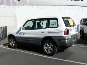 Toyota RAV4 pierwszej generacji z napędem elektrycznym - autor Plug In America