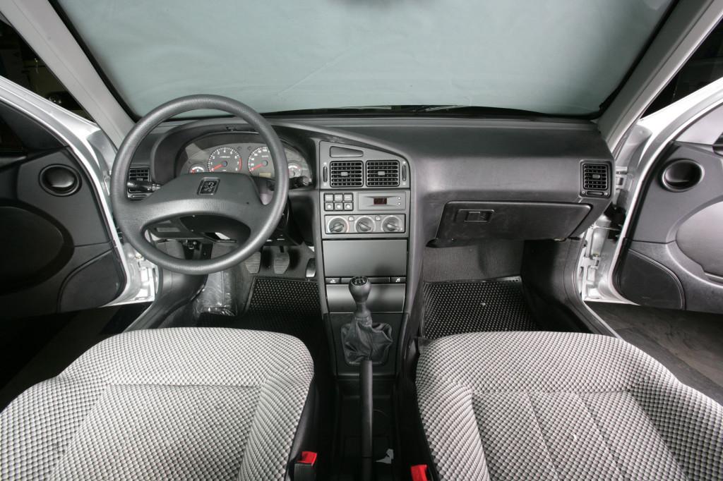 Irański Peugeot 405 Źródło:  IRAN KHODRO