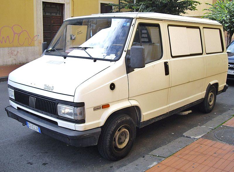 FIAT DUCATO I   Autor: Corvettec6r (Praca własna) [Public domain], Wikimedia Commons