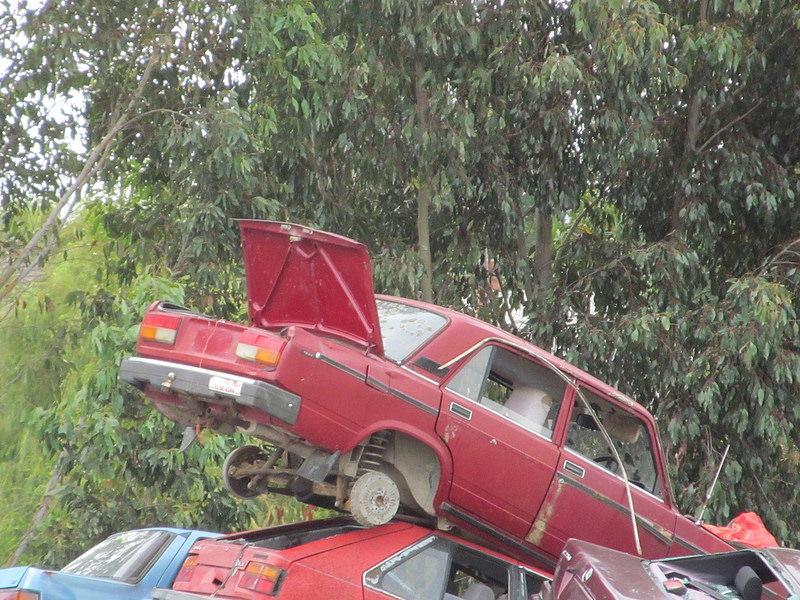 SKŁAD MATERIAŁÓW DO BADAŃ, Z KTÓRYCH PAN JÓZEF CZERPIE CZĘŚCI  Photo credit: NZ Car Freak via Foter.com / CC BY