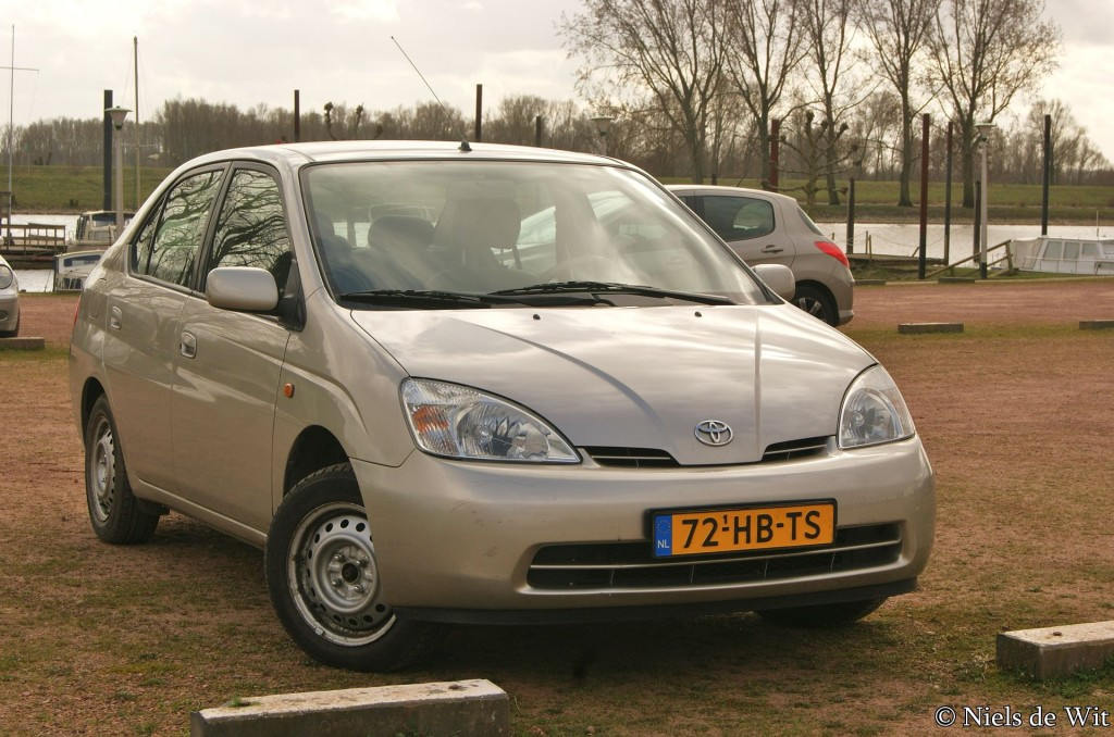 Toyota Prius I  By Niels de Wit from Lunteren, The Netherlands - 2001 Toyota Prius, CC BY 2.0, https://commons.wikimedia.org/w/index.php?curid=37748108
