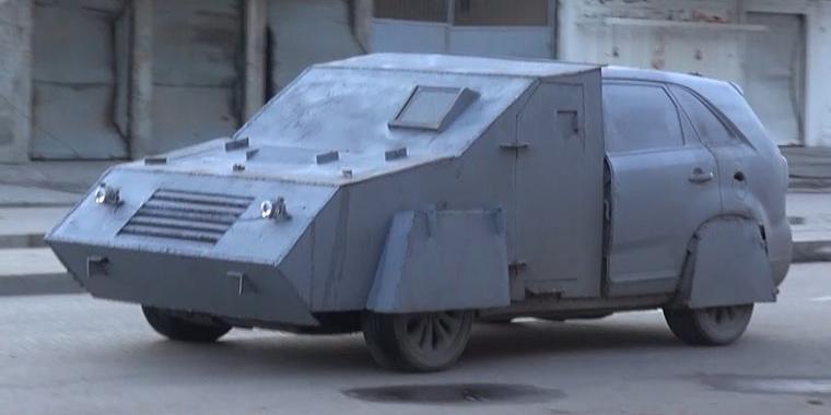 Technical - wóz bojowy wzbudowany w oparciu o SUV w Mosulu I Źródło: internet I www.motorewia.pl