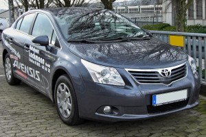 Toyota Avensis I Motorewia.pl  By Matthias93 - Own work, Public Domain, https://commons.wikimedia.org/w/index.php?curid=5899146