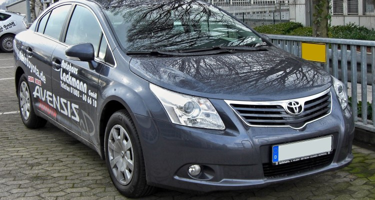 Toyota Avensis I Motorewia.pl  By Matthias93 - Own work, Public Domain, httpss://commons.wikimedia.org/w/index.php?curid=5899146