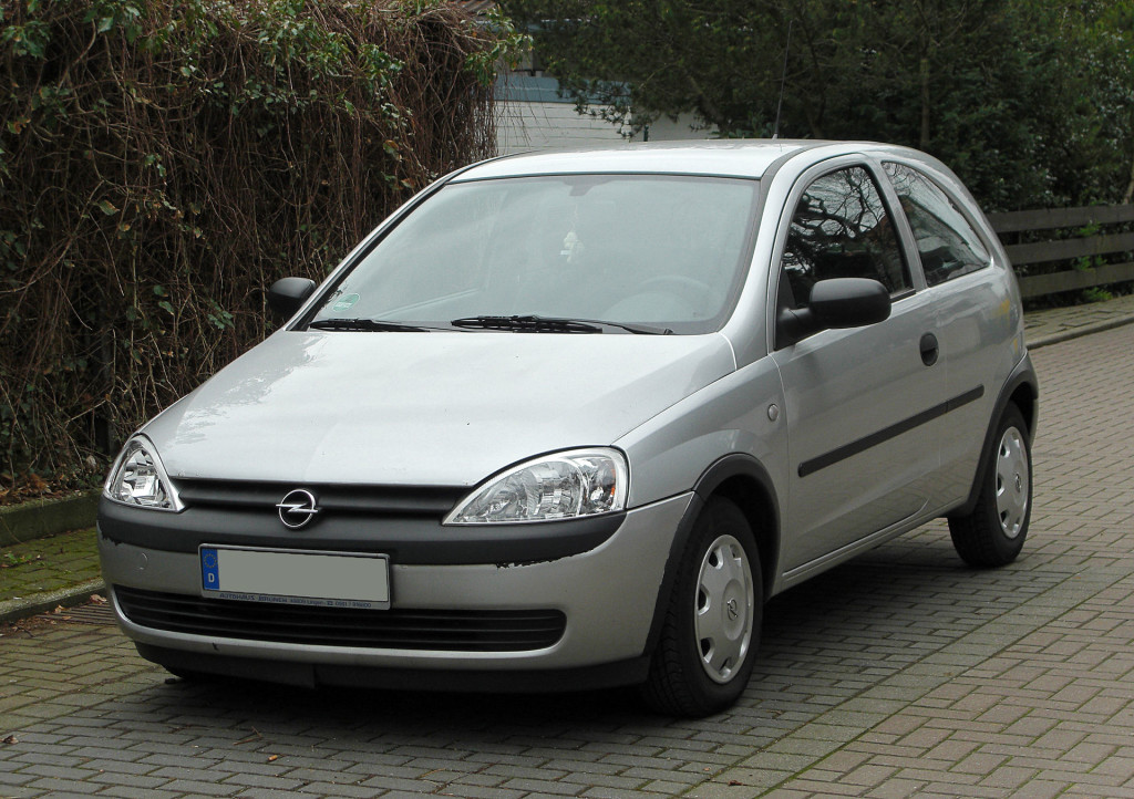 Woda w Opel Corsa C I Motorewia.pl Autor - By M 93 - own photo, Attribution, httpss://commons.wikimedia.org/w/index.php?curid=14758820