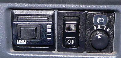 Przełącznik gaz / benzyna I Motorewia.pl I Autor: By Peter Voeth - Self-photographed, CC BY-SA 3.0, https://commons.wikimedia.org/w/index.php?curid=9816911