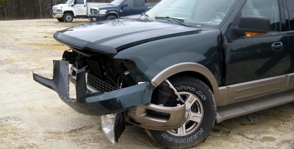lekko uszkodzony samochód I Motorewia.pl I Źródło: Photo by hherbzilla on Foter.com / CC BY-NC