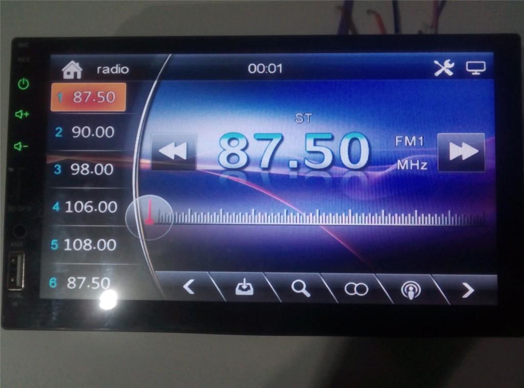 Stacja multimedialna z ekranem 7 cali do samochodu