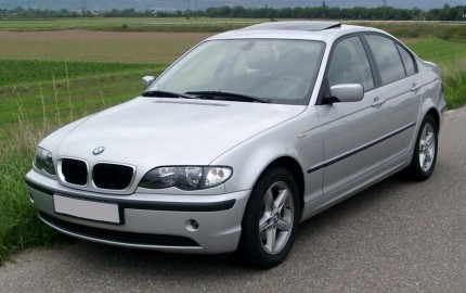 BMW 3E46 wymiana poduszek powietrznych - http://www.motorewia.pl  Źródło By Rudolf Stricker - Praca własna, Attribution, https://commons.wikimedia.org/w/index.php?curid=4609039