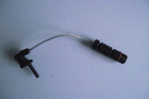 Czujnik zużycia klocków hamulcowych http://www.Motorewia.pl