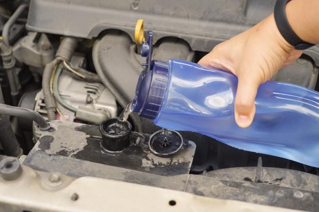Uzupełnienie poziomu płynu chłodniczego w celu uniknięcia awarii  uszczelki pod głowicą - http://www.motorewia.pl