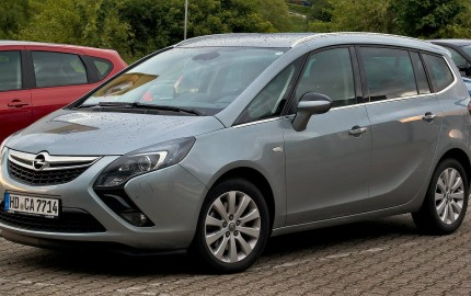 Opel Zafira C - wyciek płynu chłodzenia, diesel  By M 93, CC BY-SA 3.0 de, https://commons.wikimedia.org/w/index.php?curid=26331289