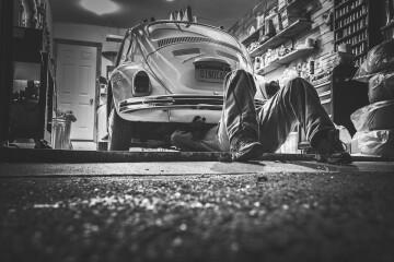sprawdzanie-samochodu-używanego-przed-zakupem