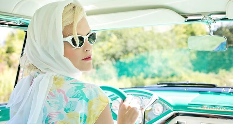 kobieta-w-samochodzie